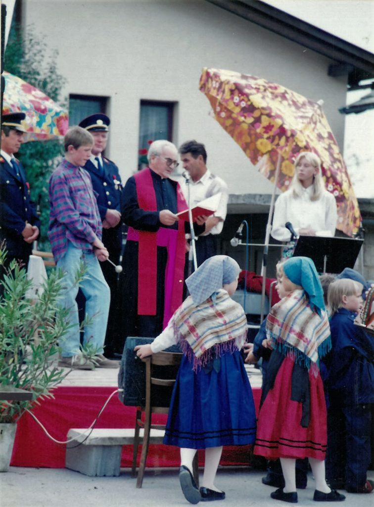 Blagoslov gasilskega doma je opravil dekan Franc Zdolšek