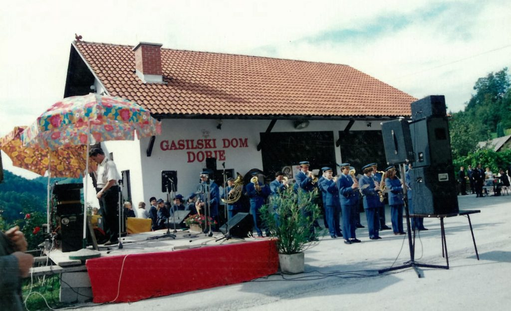 Godba na pihala iz Štor je za uvod zaigrala slovensko himno