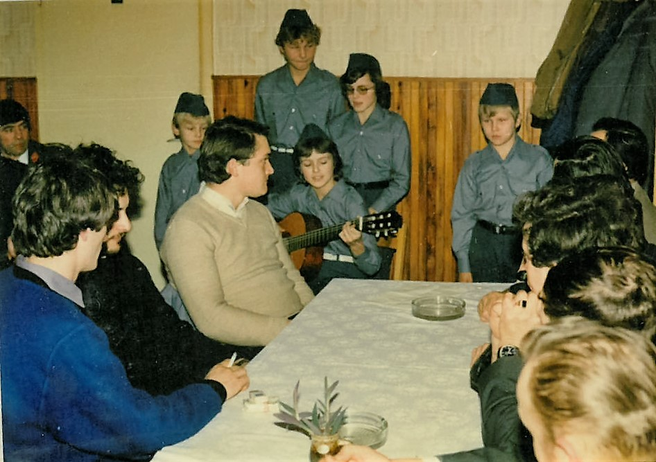 Občni zbor GD Dobje leta 1986 - za kulturni program so poskrbeli mladi gasilci