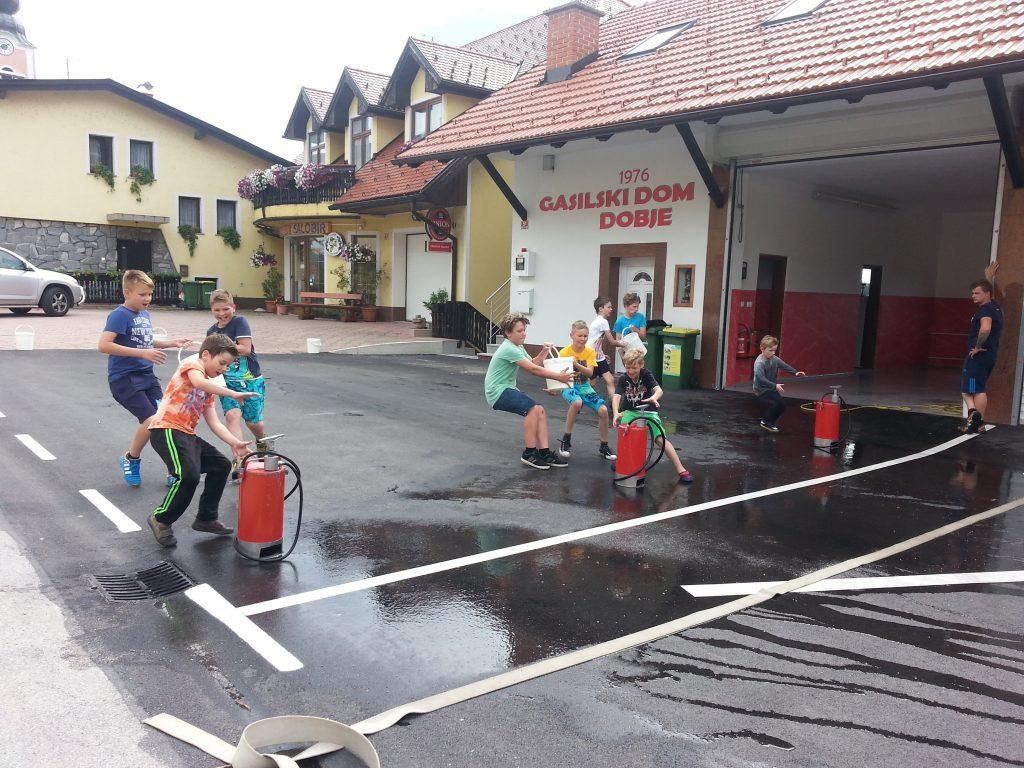 Priprave na občinsko tekmovanje pred prenovljenim domom – junij 2016