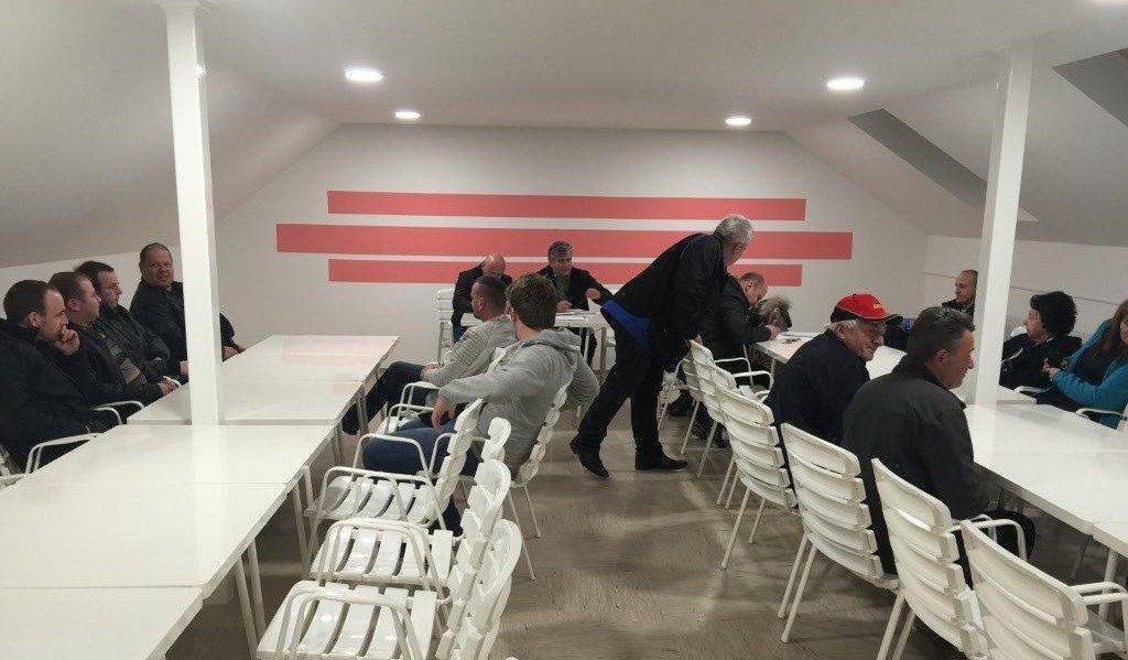 Prvi sestanek v novi dvorani