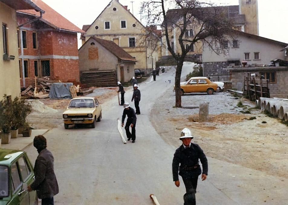 Prve vaje gasilcev v Dobju – v ospredju Jože Volasko
